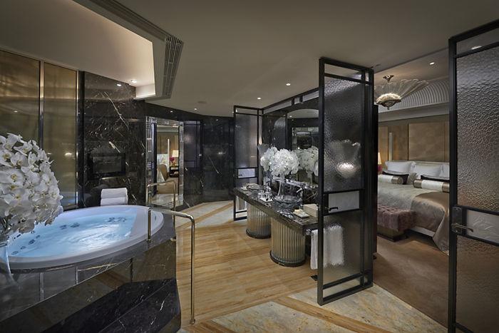 taipei-suite-mandarin-bathroom